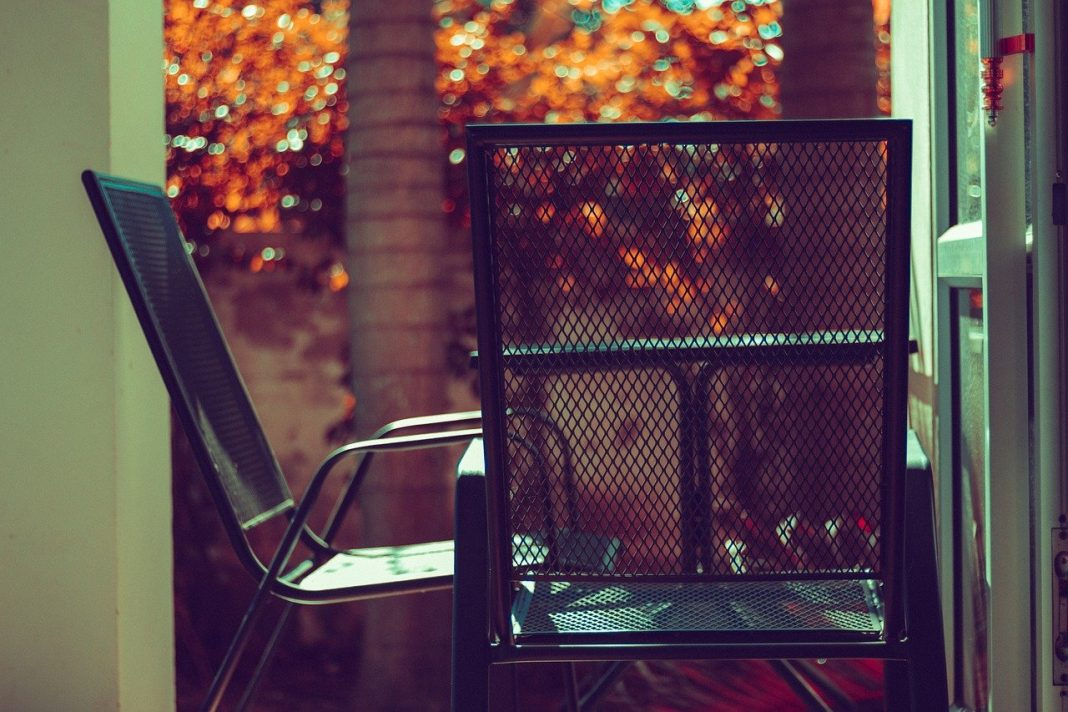 4 powody, dla których warto zdecydować się na zakup aluminiowych mebli ogrodowych na jesień