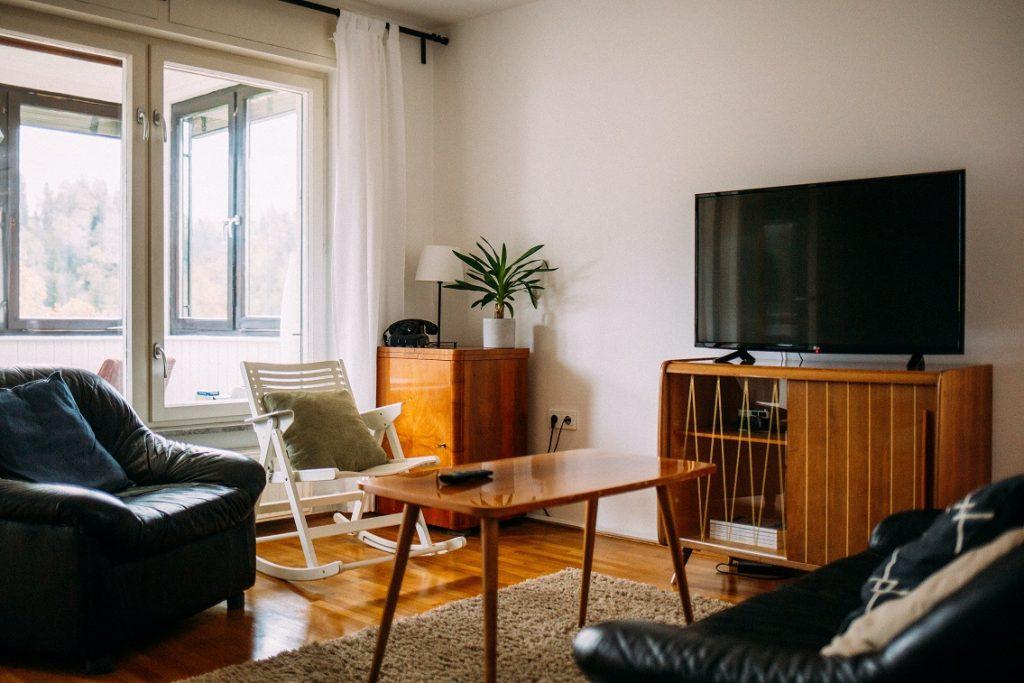 Szafka pod telewizor w stylu retro