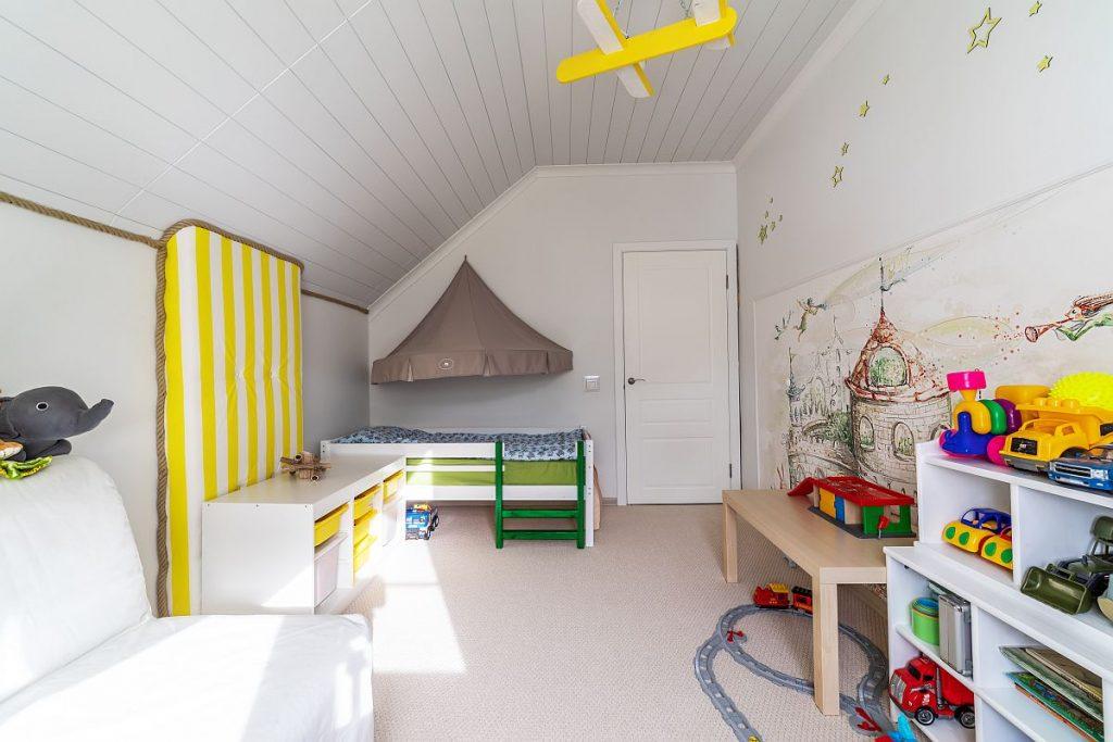Jak umeblować pokój dziecięcy na poddaszu?